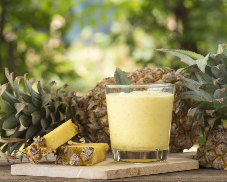 Începe ziua cu o băutură energizantă. Combinații de fructe cu nuci pentru micul dejun. Dificultate: ușor Timp de preparare: rapid Porții: 1 Ingrediente: 100 ml iaurt grecesc 120 ml lapte de migdale 60 g ananas tăiat cuburi 20 migdale Modalitate de preparare: Într-un blender combinați toate ingredientele. Pulsați la viteză mare pentru a obține o …