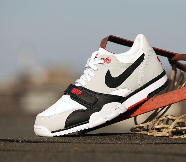 Mamy obecnie bardzo mocny kontrast butów treningowych, z jednej strony Nike  przedstawia Zoom Hypercross Trainer