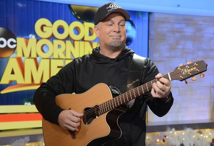 Garth Brooks Performs 'Mom' on 'Good Morning America' | Rolling Stone. Oh god the Ugly cry is in full force for this one