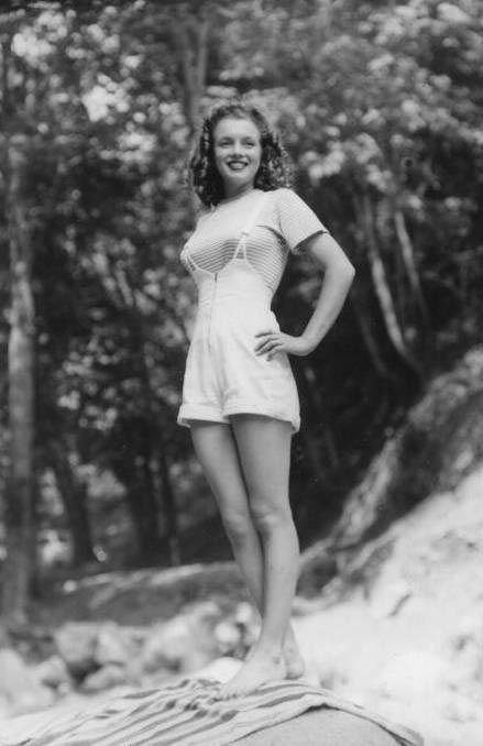 1945 Norma Jeane in tee-shirt by Conover
