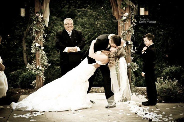 photo de mariage HDR: le premier baiser des mariés