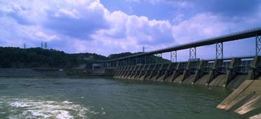Watts Bar Reservoir is on the Tennessee River in east Tennessee. It extends 72.4 miles northeast from the dam to Fort Loudoun Dam.