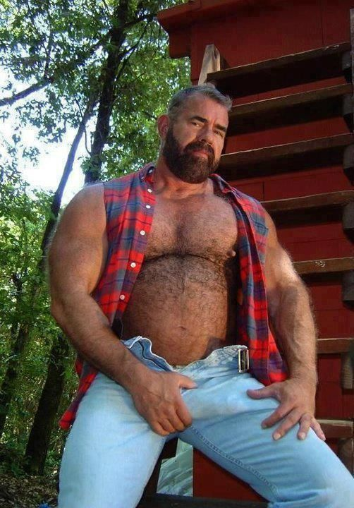 Men bears bulge hairy daddies voyeur