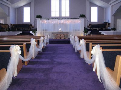 Wedding decoration ideas a beautiful church pew wedding for Backdrop decoration for church