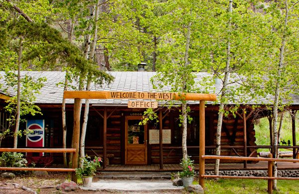 Absaroka Mountain Lodge offers East Yellowstone lodging and Yellowstone cabin rentals in Cody, Wyoming only 12 miles from the east entrance to Yellowstone.