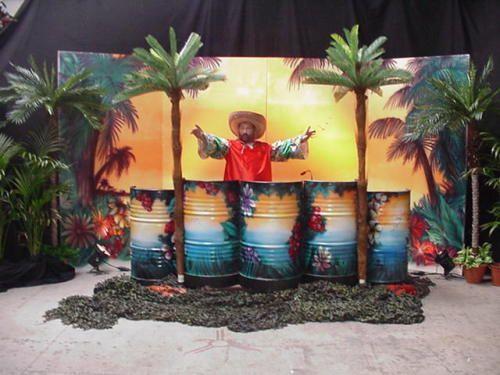Themafeest Tropical Party met Limbo danseressen, Vers fruit cocktail bar, Tropische Disco en papegaaien show. Incl. 100 hawaii kettingen voor uw gasten.  http://www.funenpartymatch.nl/tropicalparty.php