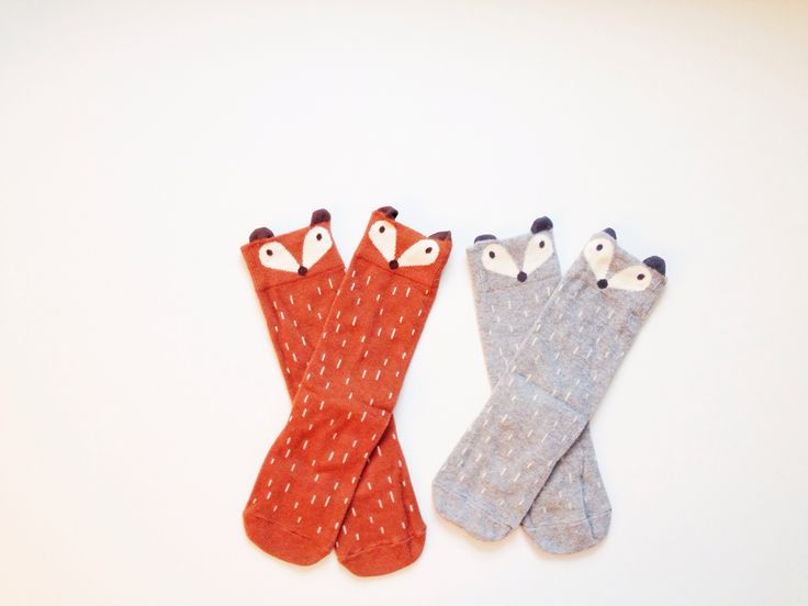 These Foxy socks are the perfect accessory to any outfit. They are the perfect fall accessory. They're stylish, fun to wear, and oh so comfy!These socks are available in Light Gray and BrownThey come in three sizes: S (1-2 years) M (3-4 years)L (5-6 years)Please remember that these sizes are an approximation, and all feet size are slightly different! If you are unsure about sizes, we suggest you size up. That way, the socks will sit higher, just above the kne...