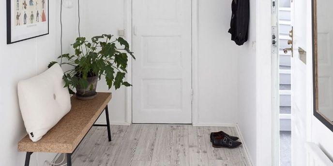 Y dar una bienvenida inolvidable. Laminate Flooring, Tile Flooring, Properties Of Materials, Pierre Cardin, Feng Shui, Entryway Bench, Interior Design, Room, Furniture