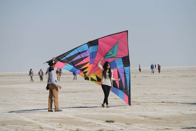 International Kite Festival 2014 at White Runn Kutch - http://www.ahmedabadkiteflyers.org - Royal Kite Flyers Club at Place with Largest Delta Kite