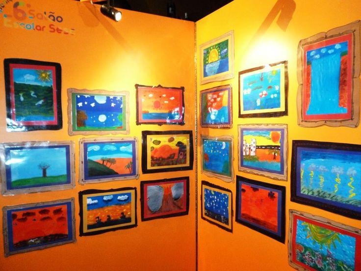 """Fica aberta até o dia 22 de novembro uma exposição inusitada no Sesc Arsenal. Após participarem de oficinas de artes visuais, alguns alunos têm a chance de mostrar telas que fizeram sob orientação de arte-educadores e baseadas em obras célebres do pintor Cândido Portinari. As obras dos novos talentos do 7º Salão Escolar podem ser...<br /><a class=""""more-link"""" href=""""https://catracalivre.com.br/cuiaba/agenda/gratis/alunos-de-oficinas-escolares-mostram-obras-inspiradas-em-portinari/"""">Continue…"""