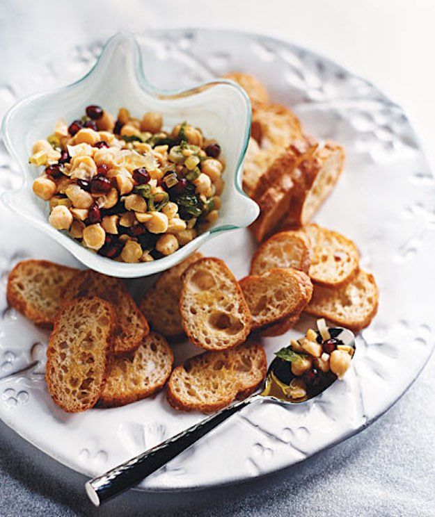 Chickpea and Mint Crostini | Easy Appetizer Recipes For A Big Crowd | Homemade Recipes | https://homemaderecipes.com/easy-appetizer-recipes/