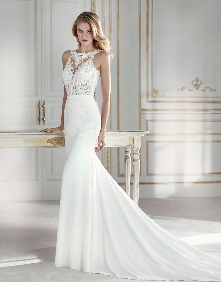 PAKISTAN // Elegant mermaid wedding dress in which the crepe skirt meets tulle and lace at the waist to form a bodice with illusions where thread embroidery appliqués and beading create a second-skin effect