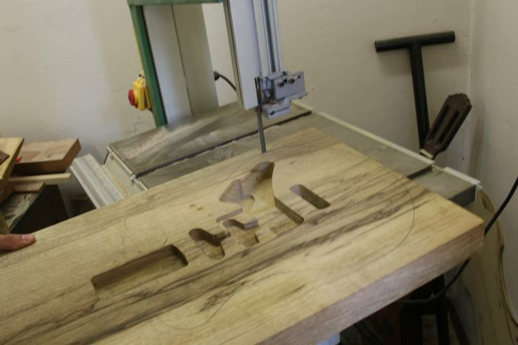 Dalla scelta del legno al setup finale dello strumento niente è lasciato al caso.