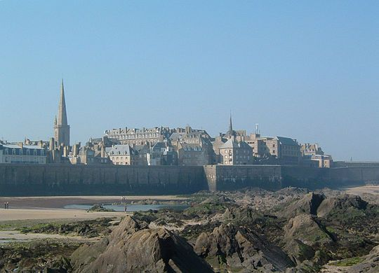 Walled city Saint-Malo(French pronunciation:[sɛ̃.ma.lo];Gallo:Saent-Malô;Breton:Sant-Maloù) is a walledportcity inBrittanyin northwestern France on theEnglish Channel. It is asub-prefectureof theIlle-et-Vilaine.  Traditionally with an independent streak, Saint-Malo was in the past notorious for piracy. Today it is a major tourist destination, with many ancient, attractive buildings.