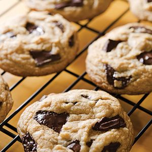 Bakery style, #chocolate chunk #cookies that are filled with rich and delicious chunks of melted, chocolate-y goodness. These #cookies are perfection!
