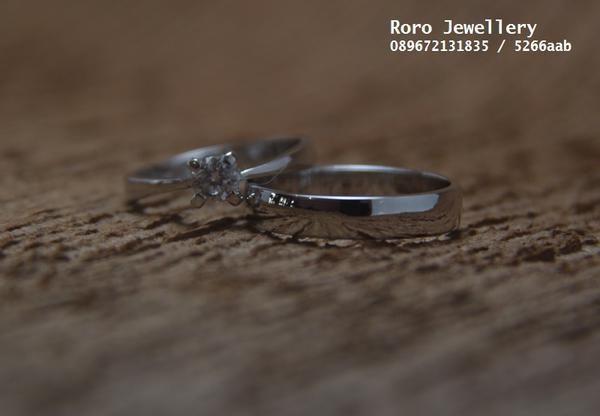 Roro jewellery adalah toko cincin pernikahan yang menyediakan cincin pernikahan dengan berbagai model cincin pernikahan terbaik. Kami menyediakan cincinn pernikahan dari berbagai varian logam mulia terbaik, seperti cincin palladium95%, cincin palladium50%, cincin palladium25%, cincin emas putih18k, cincin emas kuning18k, cincin emas12k, dan perak Berikut Adalah daftar harga cincin pernikahan Roro : Sepasang cincin palladium95 harga 6,5jt sepasang cincin palladium50 harga 3,5jt sepasang…