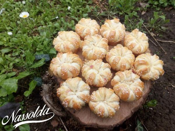 Sonkás, sajtos kelt muffinok | Nassolda