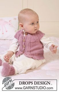 """DROPS Baby 19-18 - Set comprises: knitted DROPS vest with raglan sleeves and cables and booties in """"Alpaca"""".  - Free pattern by DROPS Design"""