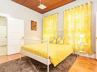 Home Away: Spacious Historic Hyde Park Bungalow in Central Austin Nadja & Ben: Great choice for a family with one kid.  One queen bed and one day bed.
