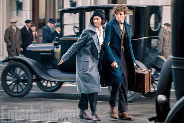 Katherine Waterston et Eddie Redmayne dans Les Animaux Fantastiques