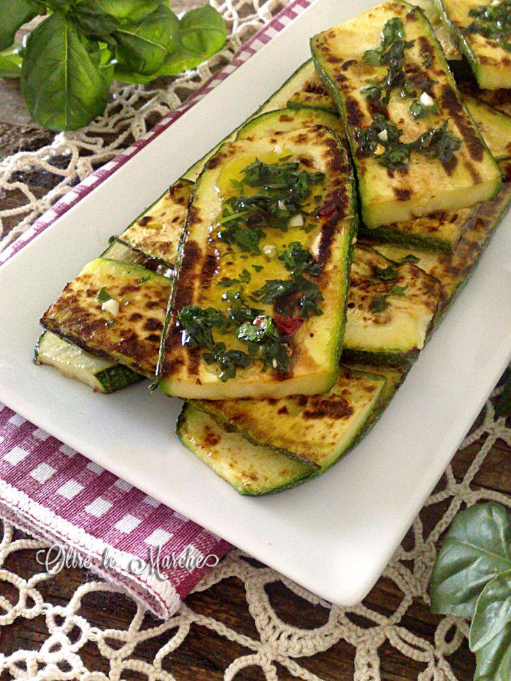 Zucchine arrosto spesse ricette con verdure, ricette di cucina, tagliare le zucchine arrosto, verdure di stagione, zucchine alla griglia, zucchine arrosto