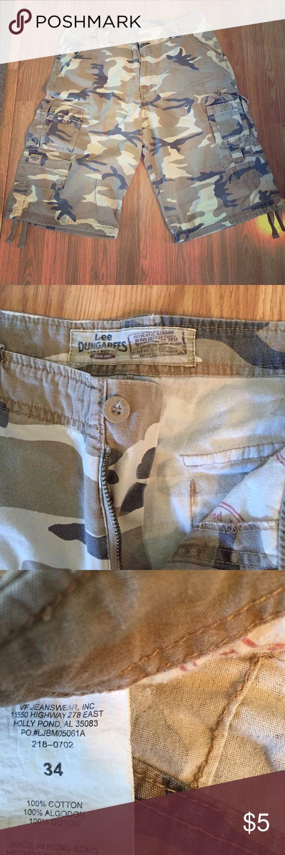 Men's Camo Cargo Men's camo shorts. In great condition! Size 34. Lee Shorts Cargo