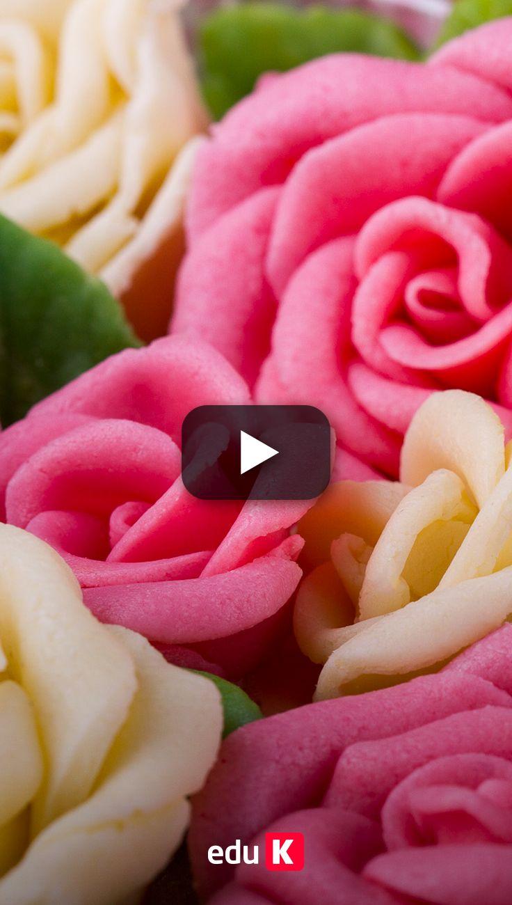 Aprenda a fazer essas flores deliciosas com bicos de confeitar para decorar os seus docinhos e bolos <3