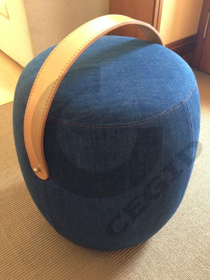 """Pouf a """"botte"""", realizzato in Jeans, con manico in cuoio. - www.cegidsas.it -"""