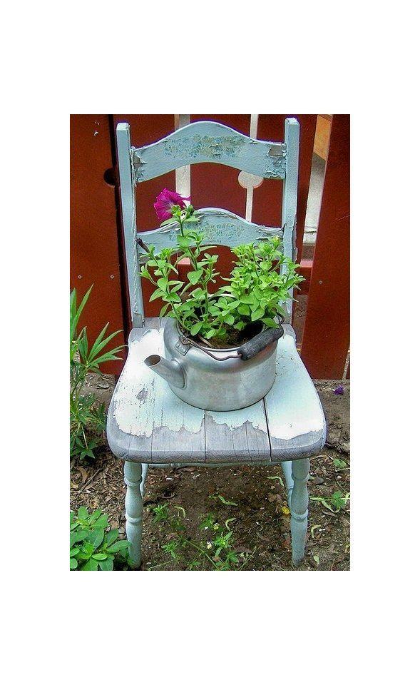 Ültetni jó. A virágzó kert, akármilyen picike is, szemünket és lelkünket egyaránt simogatja. A hagyományos kaspók és cserepek helyett választhatunk azonban újrahasznosításra váró tárgyakat is ültetőedénynek.