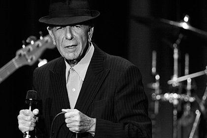 Канадский поэт и певец Леонард Коэн скончался сегодня в возрасте 82 лет. За свою жизнь он выпустил 14 студийных альбомов, его композиции становились источником вдохновения и для других музыкантов. Коэн намеревался жить вечно, и его поклонники никак не могут поверить, что он умер. На волне скорби по поэту «Лента.ру» собрала прощальные слова западных знаменитостей об авторе Death of a Ladies' Man («Смерть дамского угодника»).