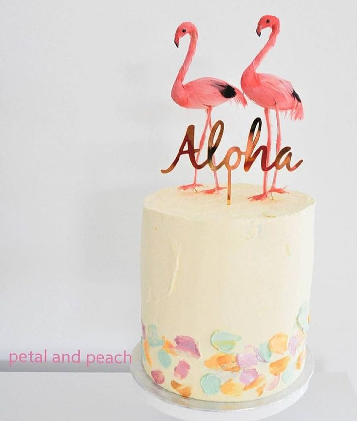Another amazing cake from @petalandpeach.bakery featuring @apookihandmade gold mirror 'Aloha' topper and flamingos from @poppiesforgrace #aloha #caketopper #lasercut by apookihandmade