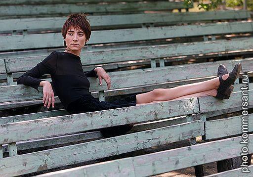 Певица Земфира во время интервью. Москва, май 2007.  Алексей Куденко