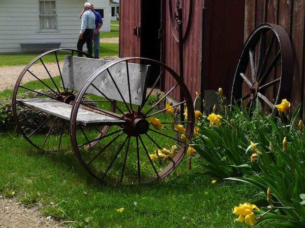Wagon Wheel Bench Future Projects In 2019 Wagon Wheel