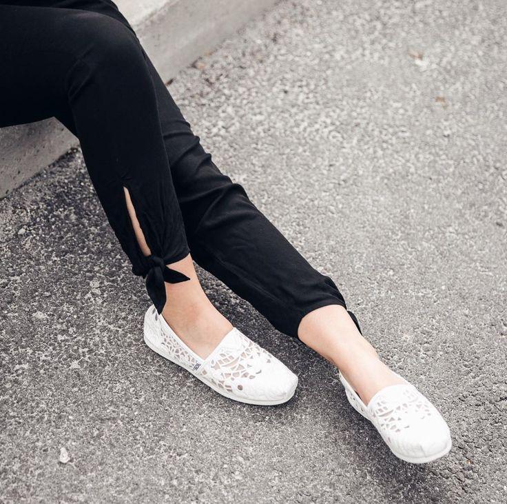 ere's to white shoe season. Shop the South Coast shoes.