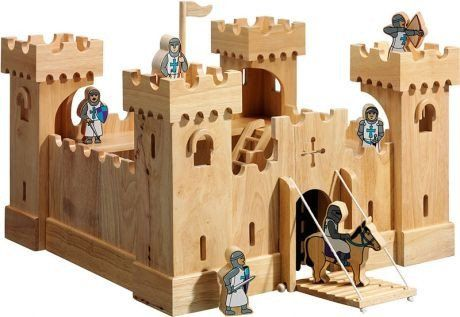 Traditional Wooden Castle + 24 Knights