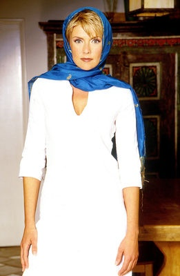I like scarves. I have short hair. I need to learn to wear a scarf this well.   Photo of Amanda Tapping