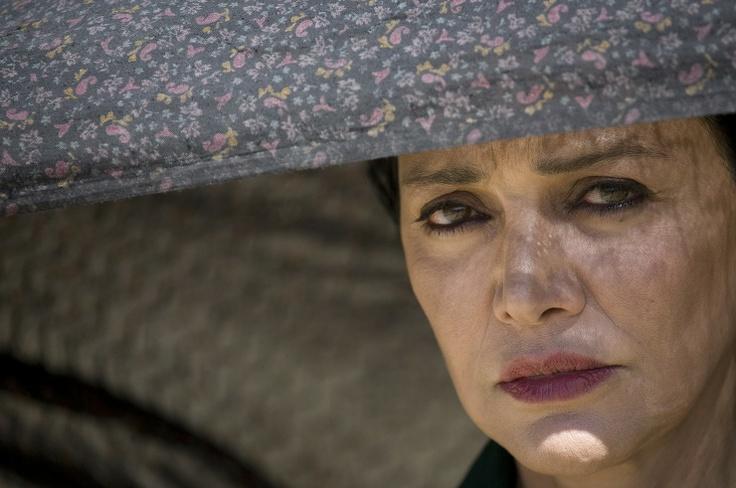 '투석형'에 대해 아시나요. 이란의 여성들이 '돌'에 맞아 죽는 형벌. 그를 고발한 영화 <더 스토닝>. 백은하 기자의 paper100입니다. http://paper100.khan.kr/27