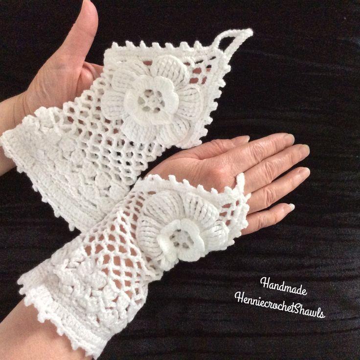 Blij om mijn nieuwste toevoeging aan mijn #etsy shop te kunnen delen: Bruidshandschoenen, vingerloze handschoen, sneeuwwit, bloem, armwarmer, avondhandschoenen, gelegenheids handschoenen, handschoenen voor haar #accessoires #handschoenen #wit #bruiloft #handschoenenbruid #armwarmersbruid #bruidshandschoenen #handschoenvoorhaar #handschoenenvrouw# Bridalgloves