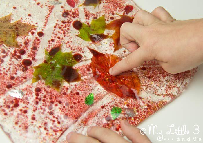 Udělat Leaf Smyslové Tašky, fantastický podzim aktivity pro děti.