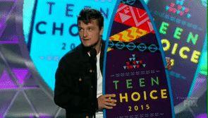Os melhores momentos do Teen Choice Awards 2015  Quem já estava com saudades de ver o rostinho de Josh Hutcherson na TV? Ele recebeu um dos primeiros prêmios da noite: Melhor Ator de Ficção Científica/Fantasia por Jogos Vorazes: A Esperança - Parte 1