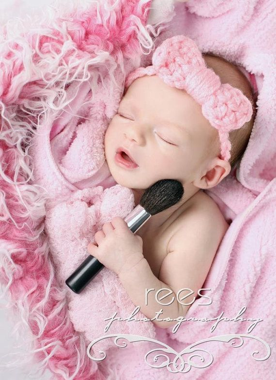 I just LOVE this photo!!! What a cute idea for a newborn baby girl! If my next child is a girl (most likely) she will get pics like this. Wish Bri could have..... :(