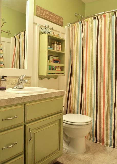 Love the painted cabinets in this bathroom.  Shelf is super cute too...could use anywhere.