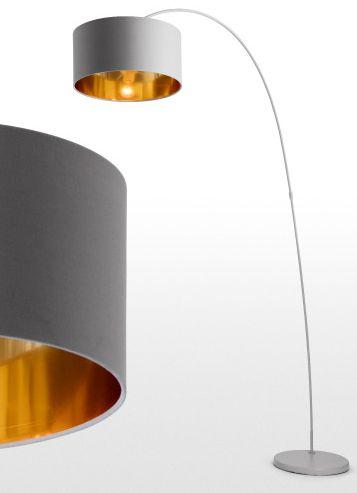 Eine Stehlampe mit Wow-Faktor: Egal ob über dem Sofa, Esstisch oder deinem Lieblingssessel, Sweep sieht überall spitze aus. In drei Farbtönen erhätlich, Metallic-Finish im Lampenschirm und schwerem Marmorfuß.