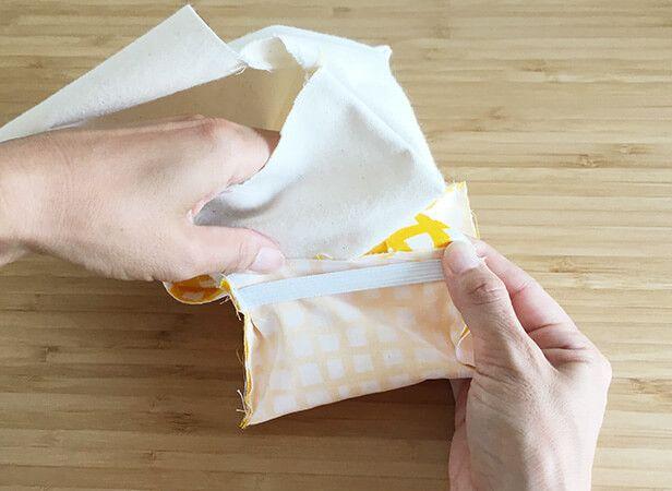 お弁当派さんに嬉しい、おにぎりポーチの作り方をご紹介します。おにぎり2つがぴったり入る、さんかくの形がとにかくかわいいんです♪