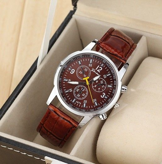 Luxusní pánské společenské moderní kožené sportovní hodinky Geneva Quartz s koženým páskem Na tento produkt se vztahuje nejen zajímavá sleva, ale také poštovné zdarma! Využij této výhodné nabídky a ušetři na poštovném, stejně jako to …