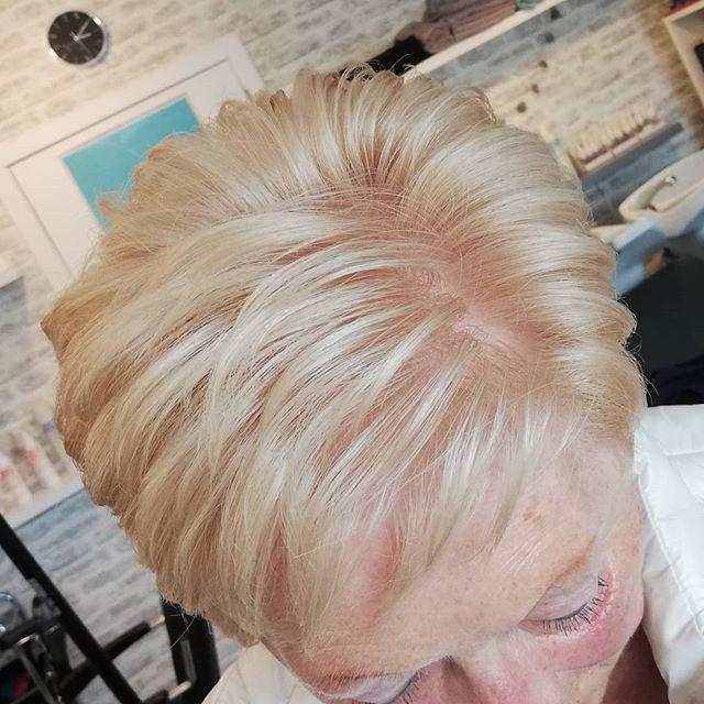 22 Junger Machende Frisuren Fur Dunnes Haar Ab 50 In 2020 Frisuren Dunnes Haar Haare Ab Dunnes Haar