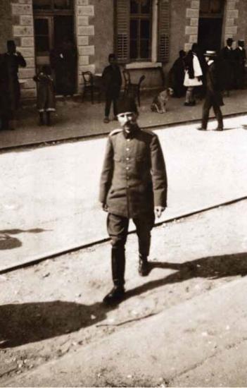 1881-1915 yılları arası Atatürk albümü. Hareket Ordusu Kurmay Başkanı olarak Selanik'ten İstanbul'a hareketinden önce, Selanik, 15/16 Nisan 1909