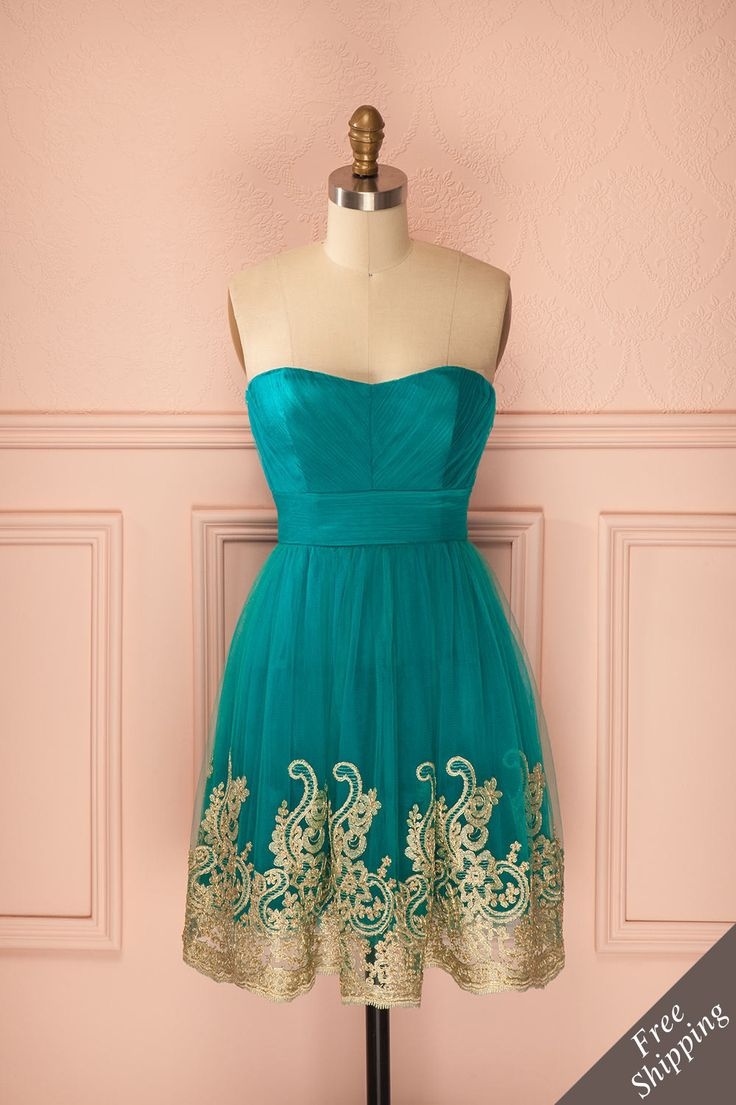 Robe bustier en tulle turquoise avec broderie de dentelle dorée au bas - Strapless turquoise tulle dress with golden lace embroidery trim