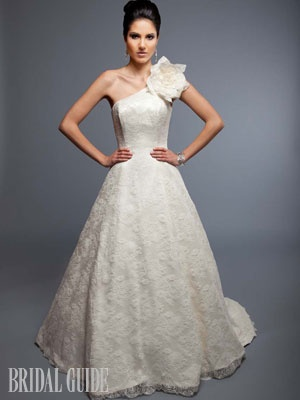 To me lace and romance/vintage go hand-in-hand. Hello do you see this dress?! Absolutely perfect!!