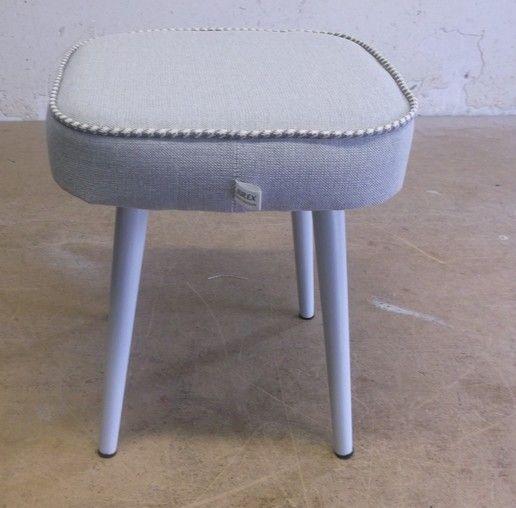 stołek, taboret , z lat 70- tych, puf,pepitka